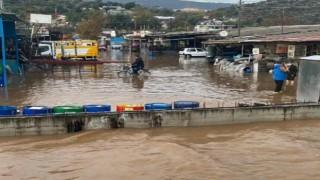 Demre'de sağanak yağış sele neden oldu